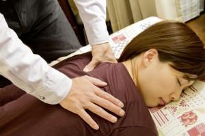 肩凝りの女性に人気の鍼灸・整体